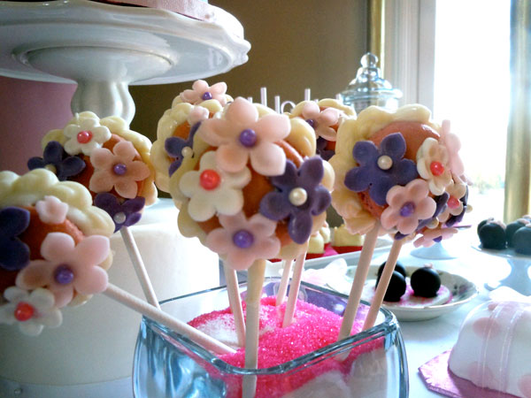 French macaroon / macaron cookie flowers.
